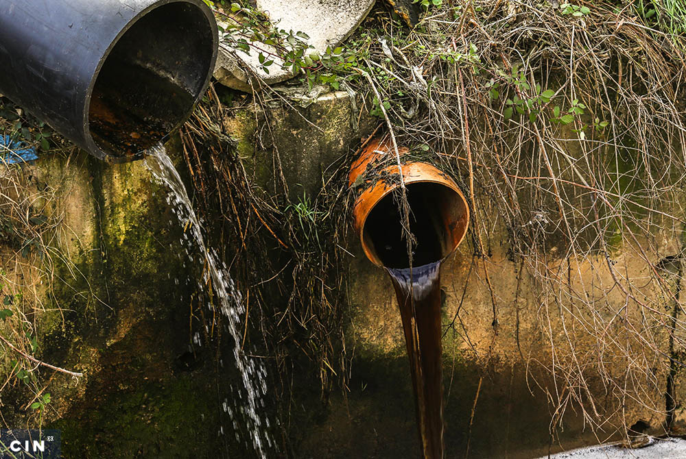 Neprečišćena-voda-iz-deponije-se-ulijeva-u-Lepenički-potok.