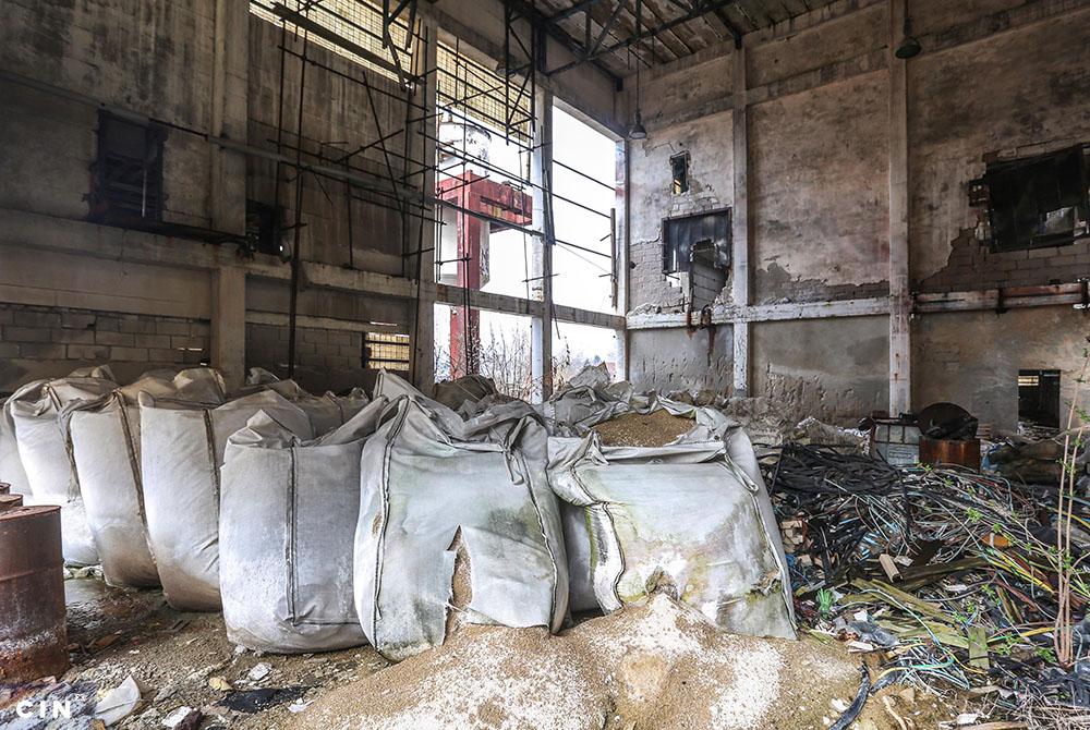 Napuštene-fabričke-zgrade-u-krugu-HAK-a-Tuzla