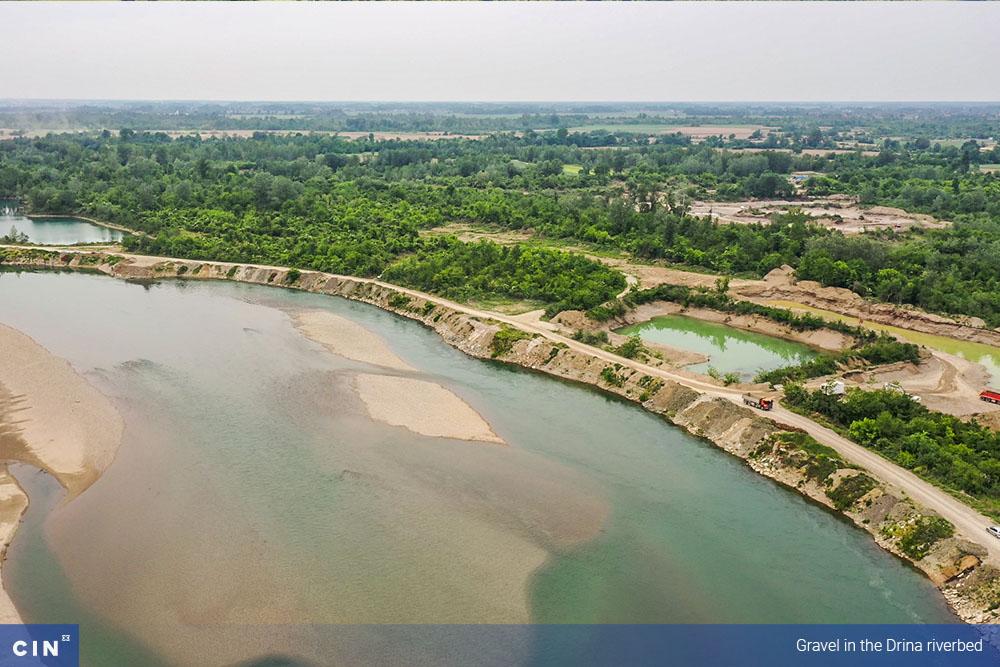 012-Gravel-in-the-Drina-riverbed