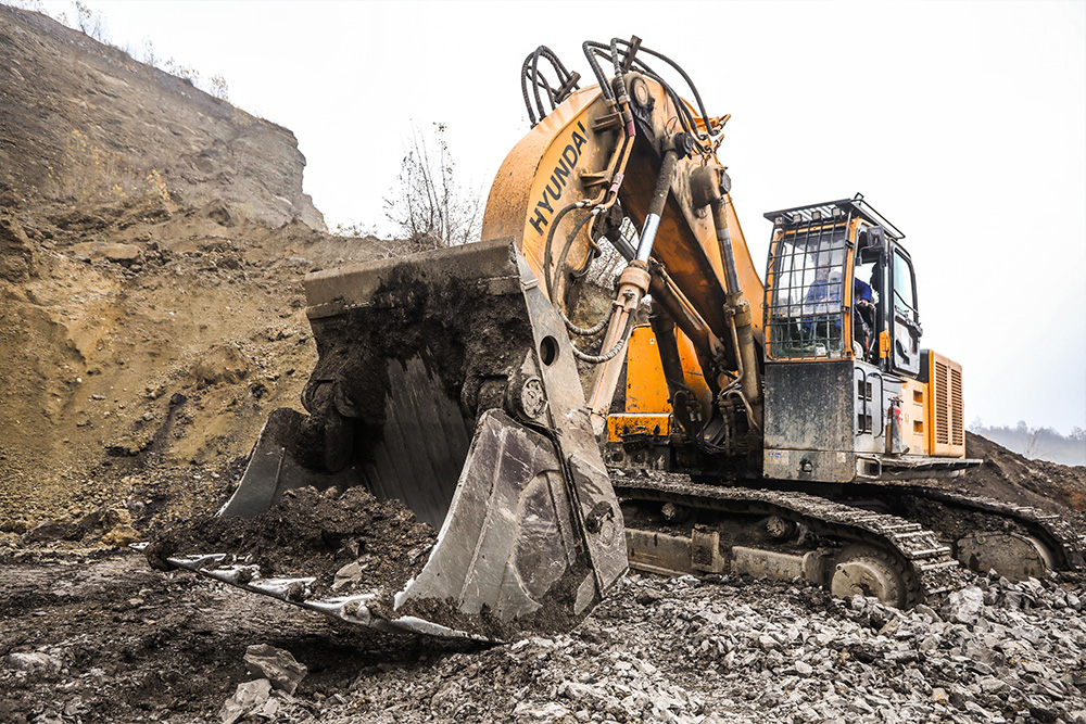 Lager delivered a Hyundai excavator to the Đurđevik Mine, the original bucket of which was replaced with a larger one, and the diesel engine with an electric one (Photo: CIN)